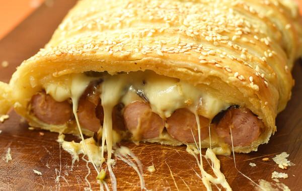Hot dog leveles tésztában