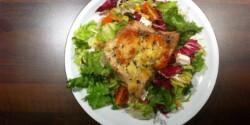 Mozzarellás grillezett harcsafilé salátaágyon