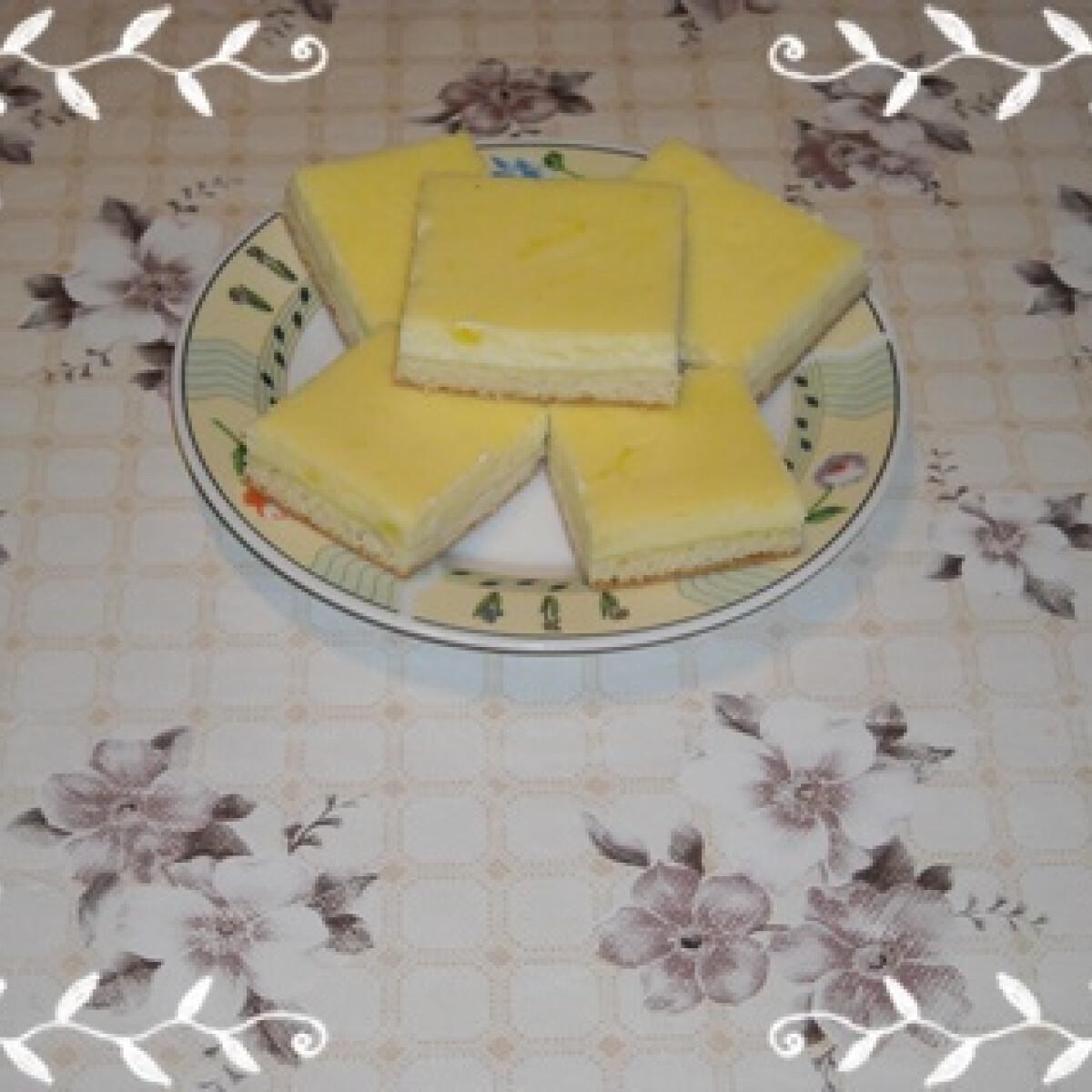 Ezen a képen: Túrós-tejfölös lepény