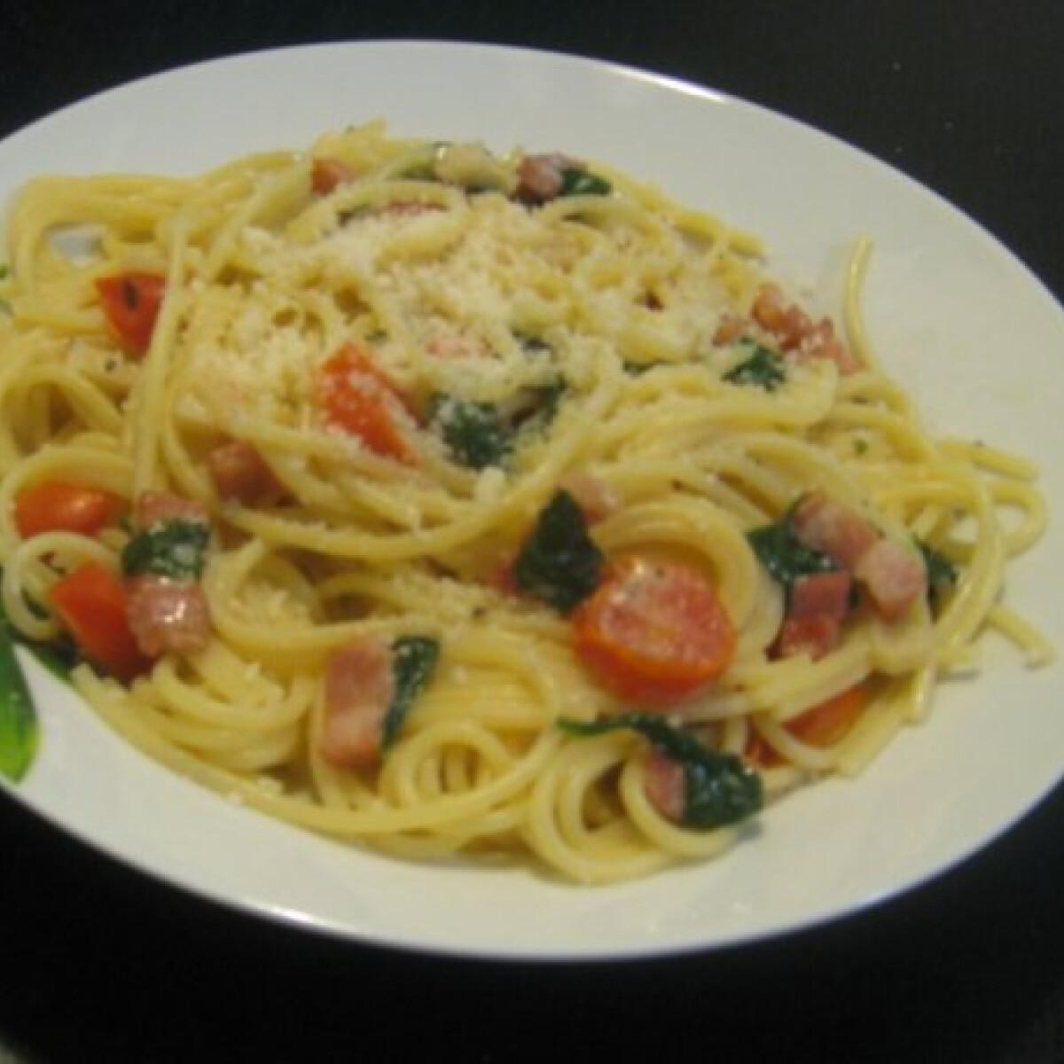 Spenótos spagetti baconnel