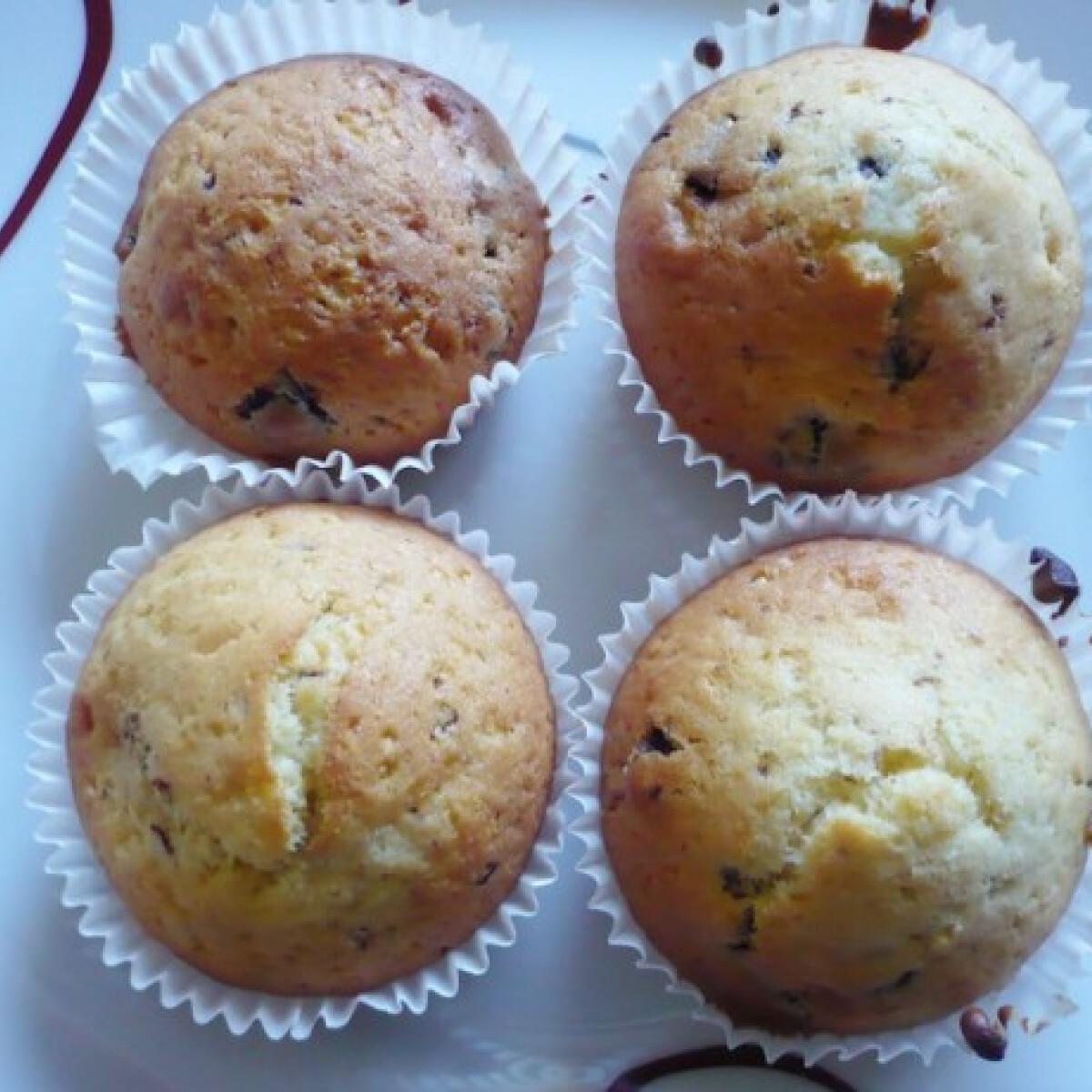Ezen a képen: Csokidarabos muffin Évi konyhájából
