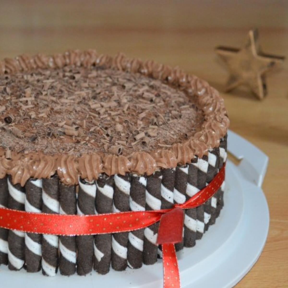 Ezen a képen: Ropogós csokis-mogyorókrémes torta