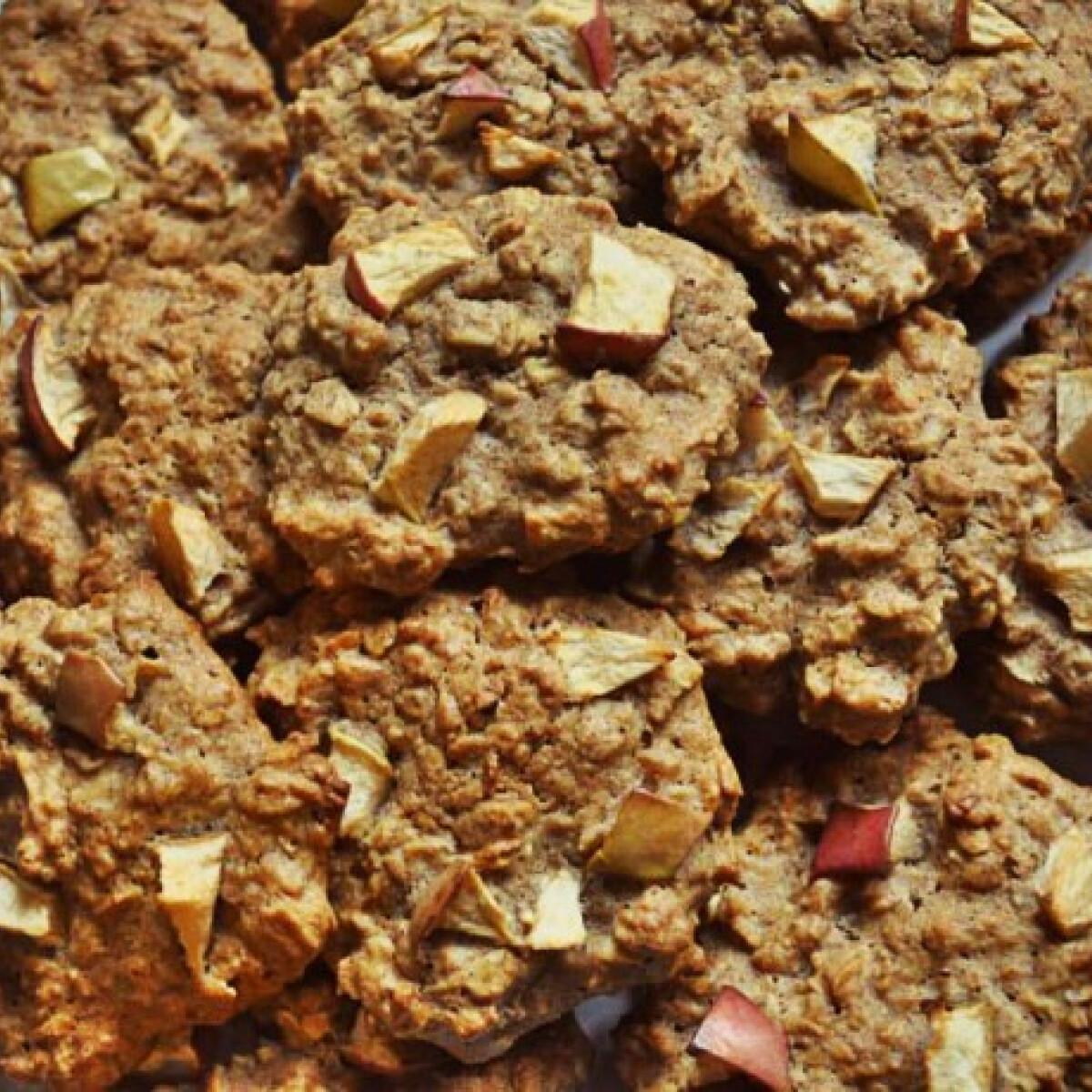 Ezen a képen: Almás-fahéjas cookies