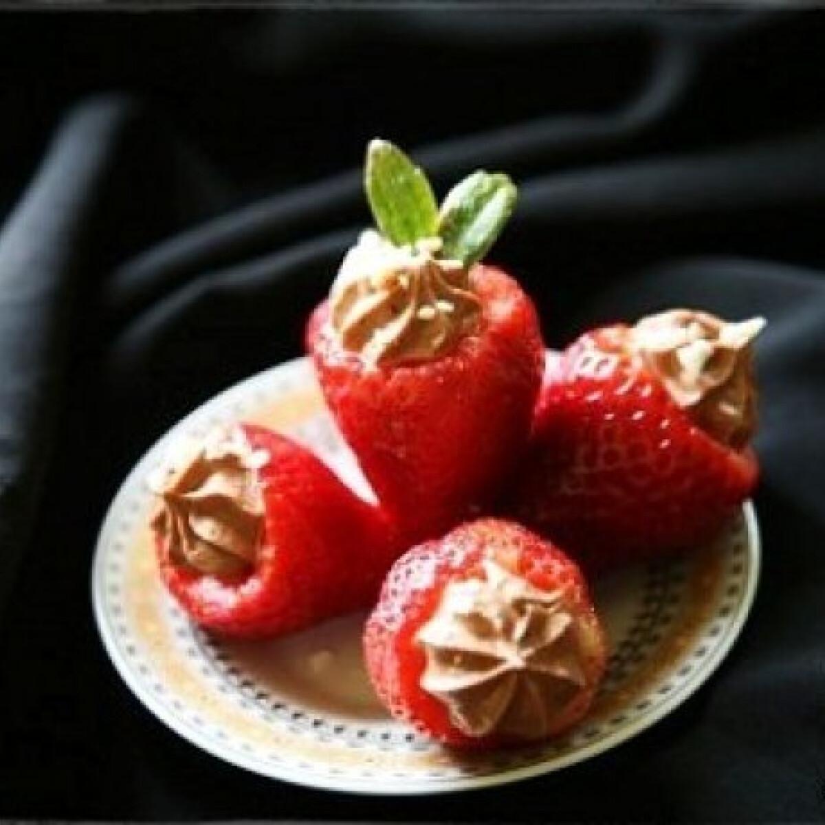 Ezen a képen: Töltött eprek