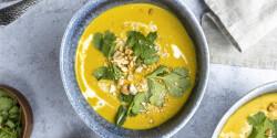 Currys-kókusztejes karfiolkrémleves