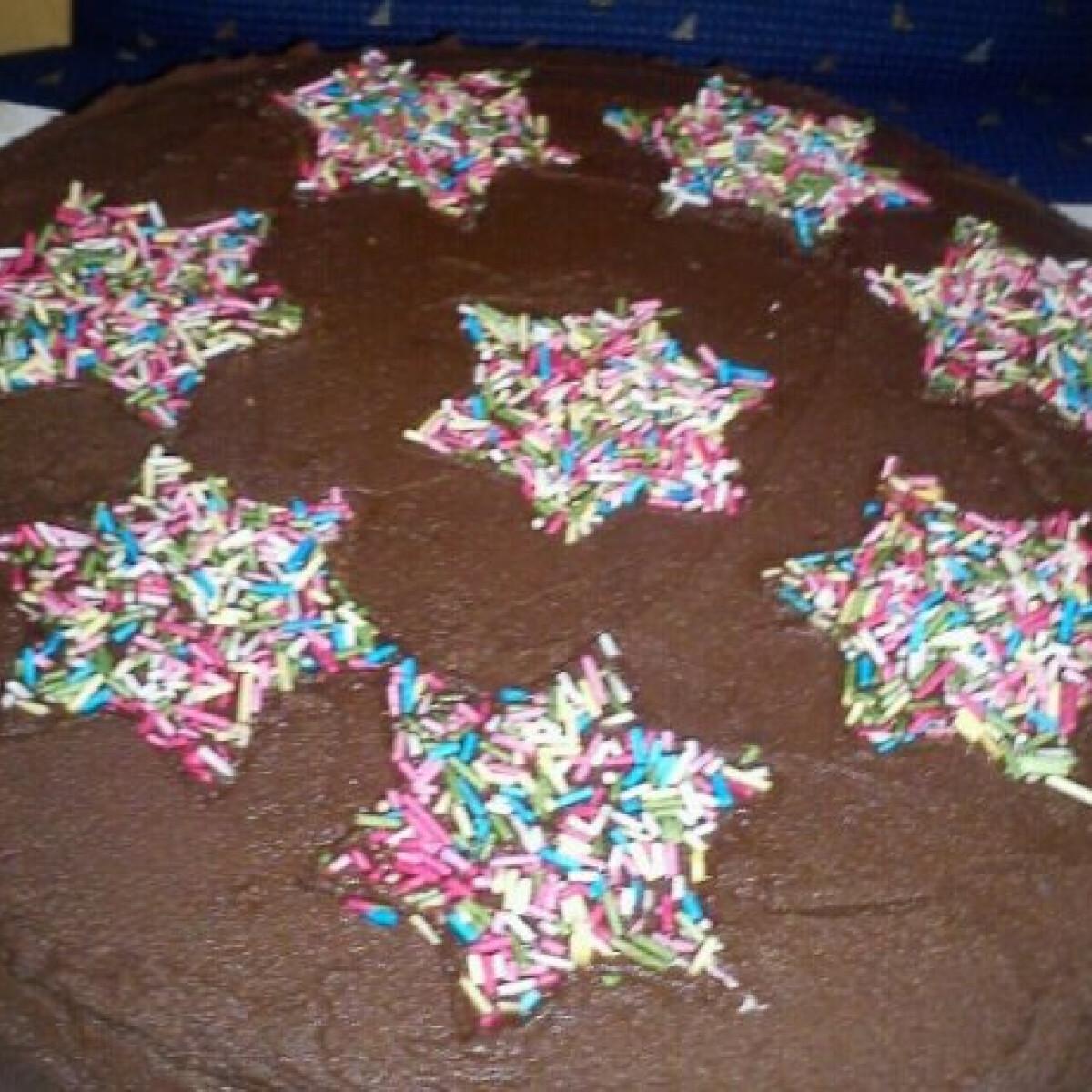 Ezen a képen: Egyszerű csokoládétorta