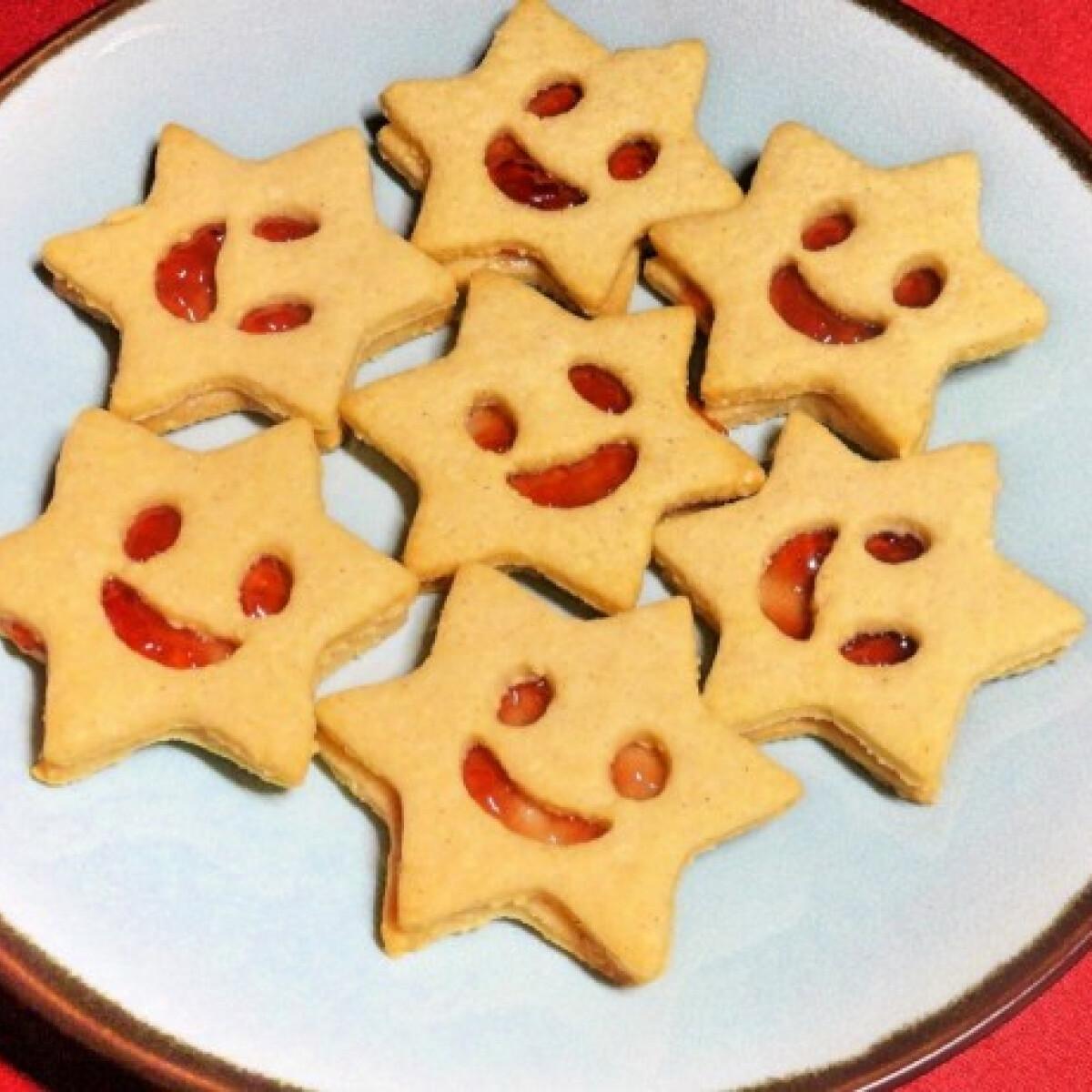 Ezen a képen: Karácsonyi mosolygós linzercsillagok