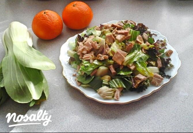 Ezen a képen: Mandarinszószos kacsasaláta
