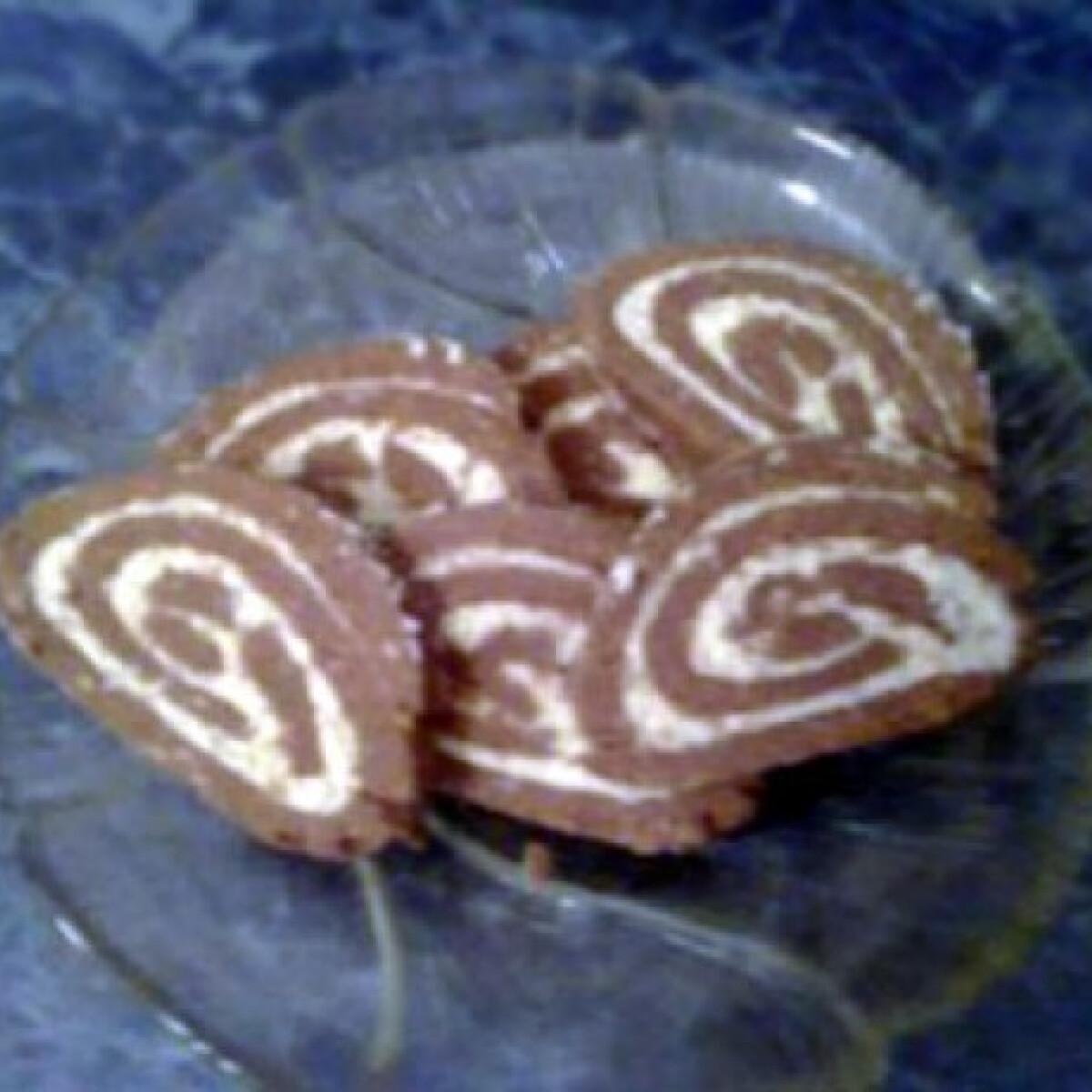Túrókrémmel töltött keksztekercs