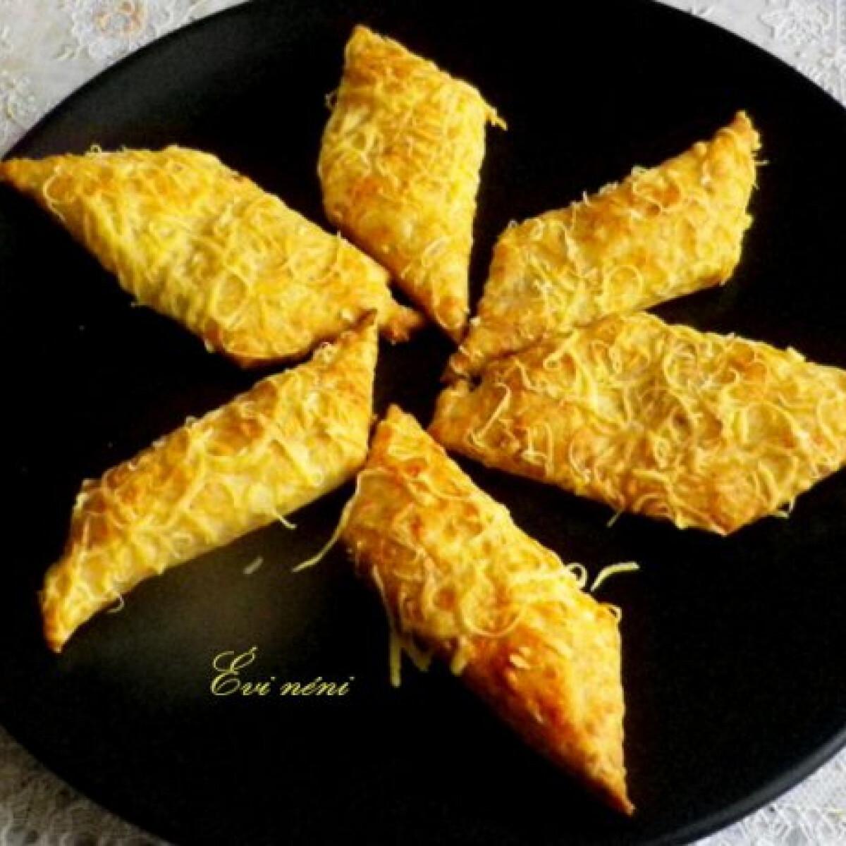 Egyszerű sajtos keksz Évi néni konyhájából