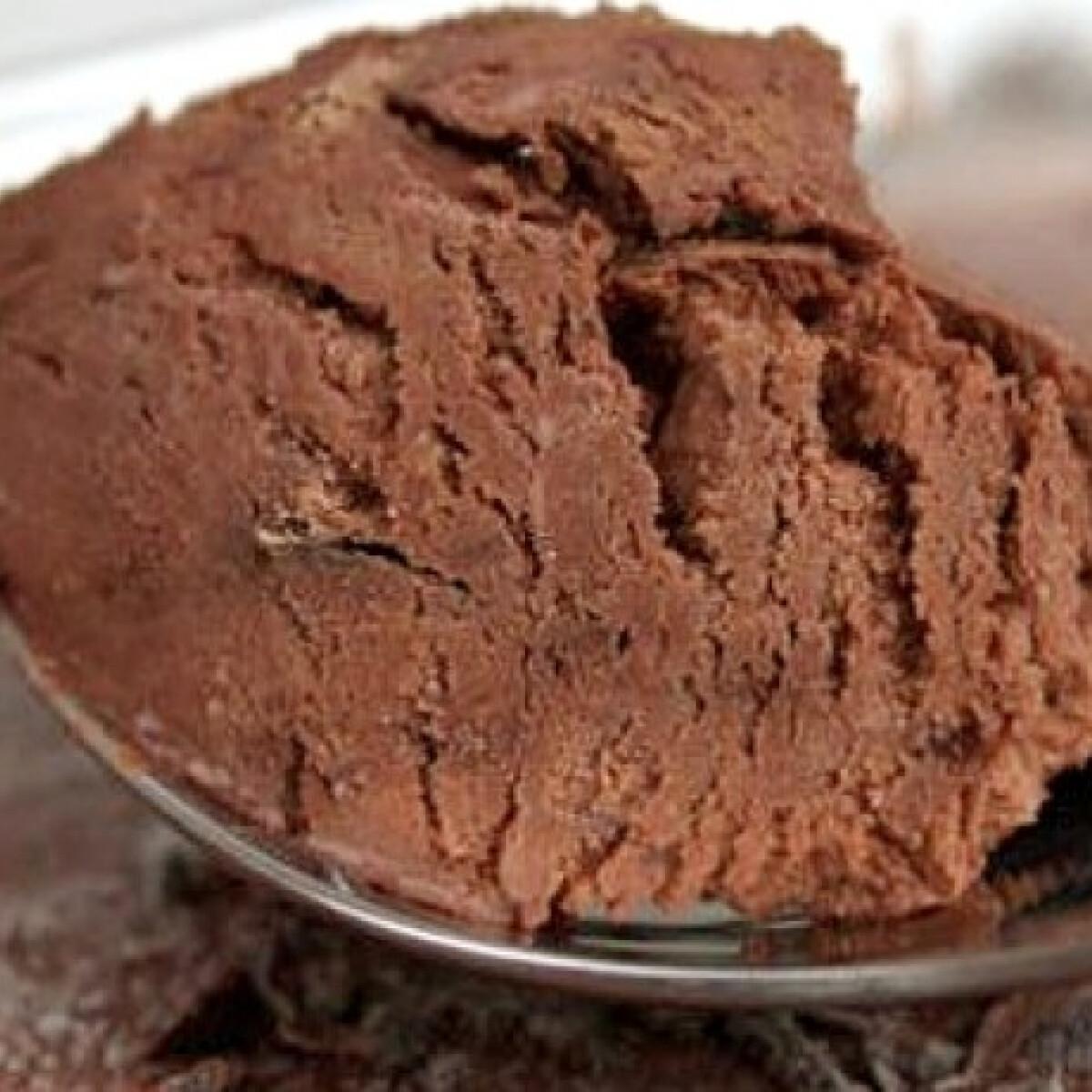 Ezen a képen: Házi készítésű csokoládéfagylalt