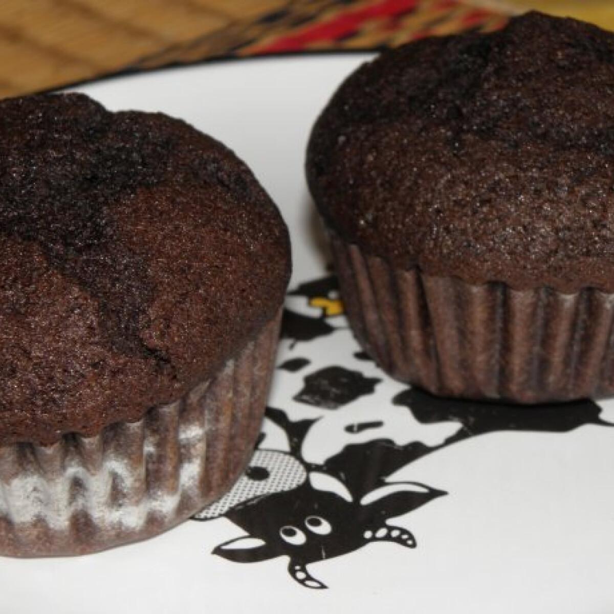 Ezen a képen: Szilvalekváros-kakaós-fahéjas muffin