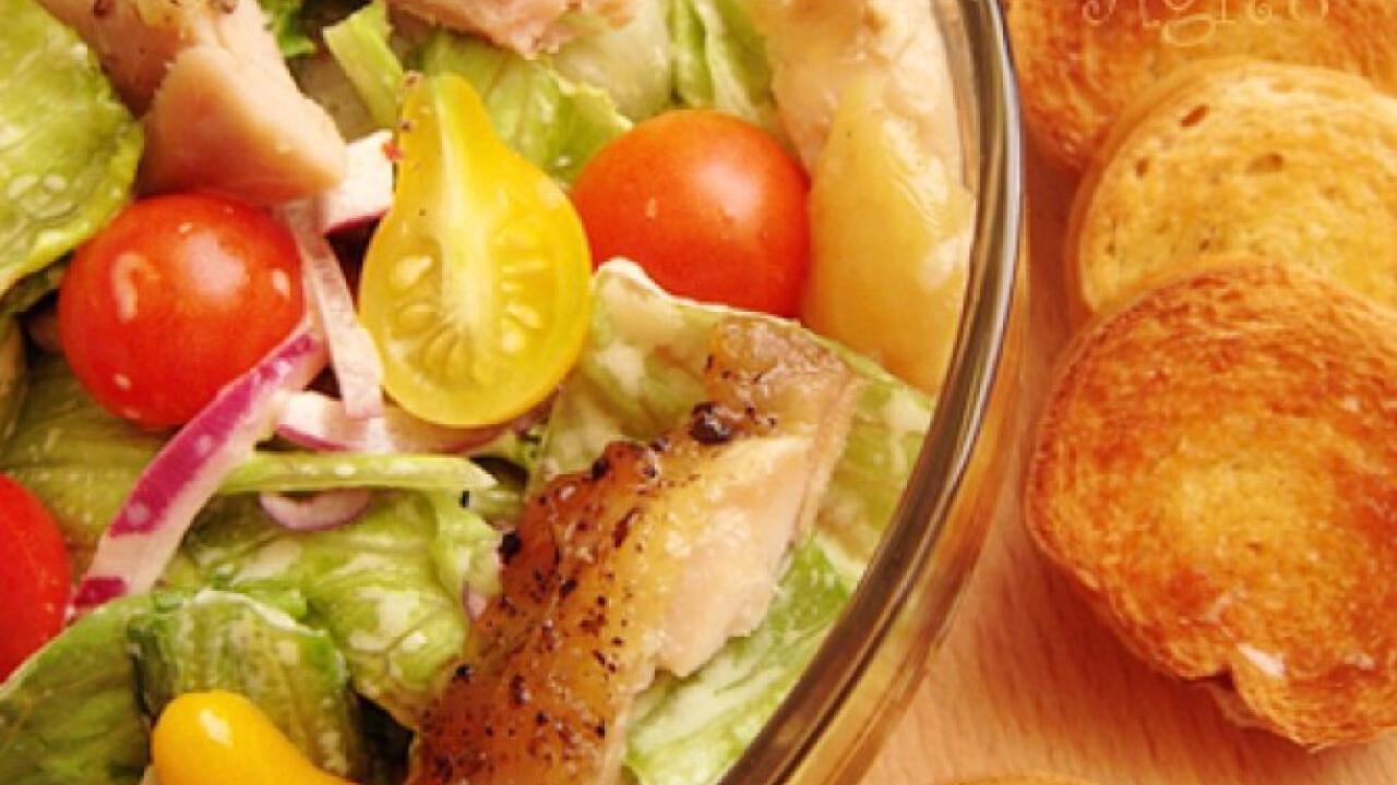 Pikáns csirkesaláta koktélparadicsommal