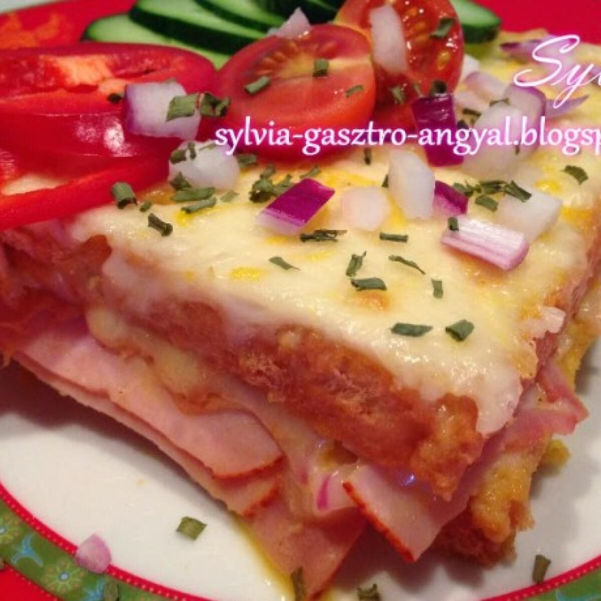 Ezen a képen: Rakott sajtos bundás kenyér