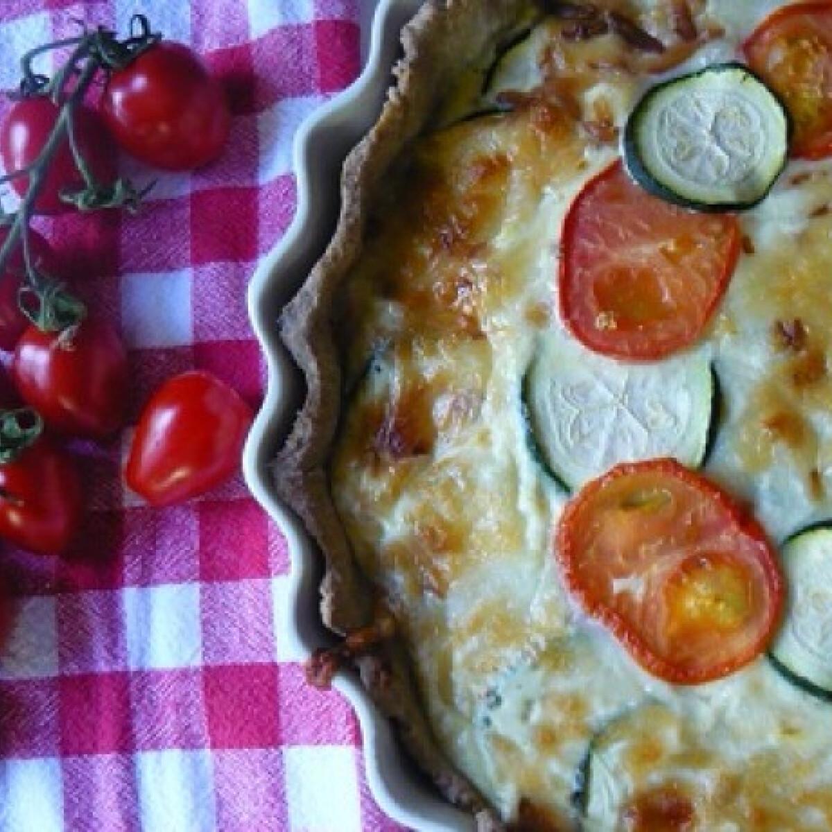 Ezen a képen: Cukkinis-sajtos pite