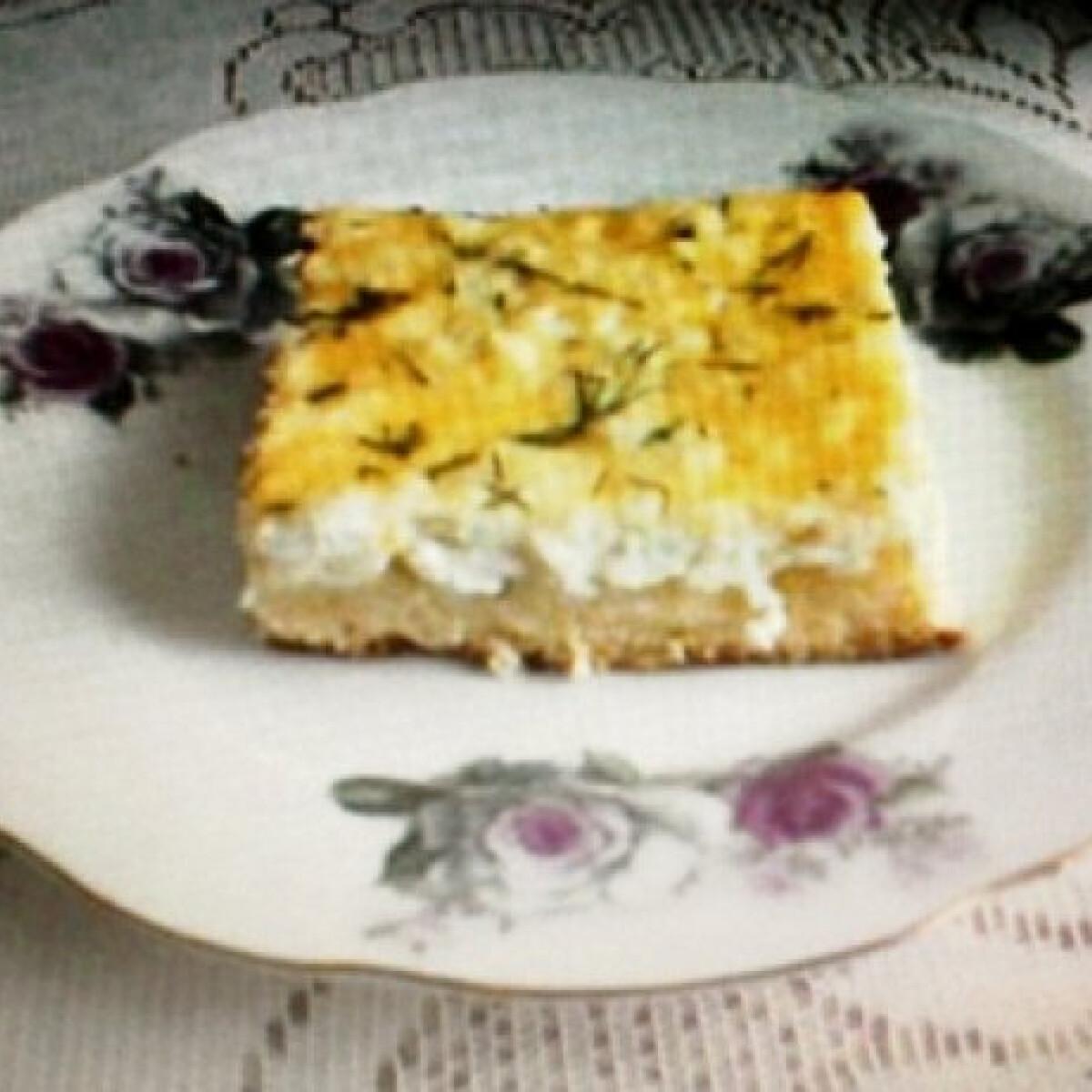 Ezen a képen: Túrós-kapros süti