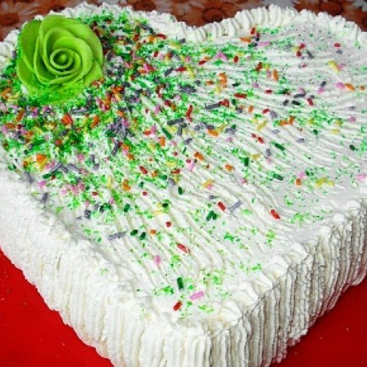 Ezen a képen: Kakaókrémes szívalakú torta