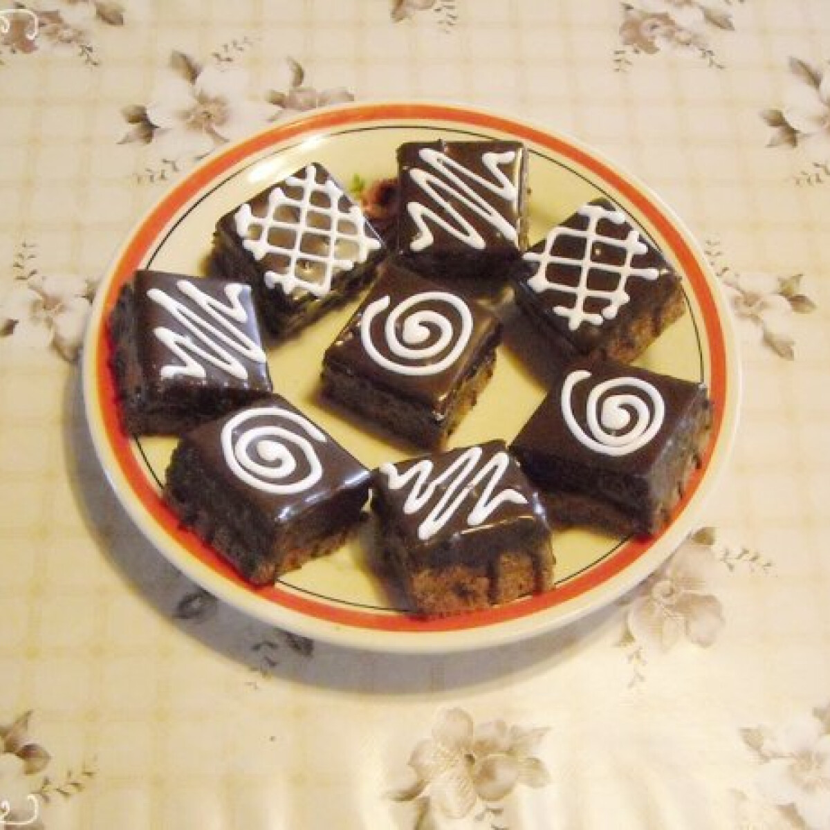 Ezen a képen: Csokis kocka Nikóka