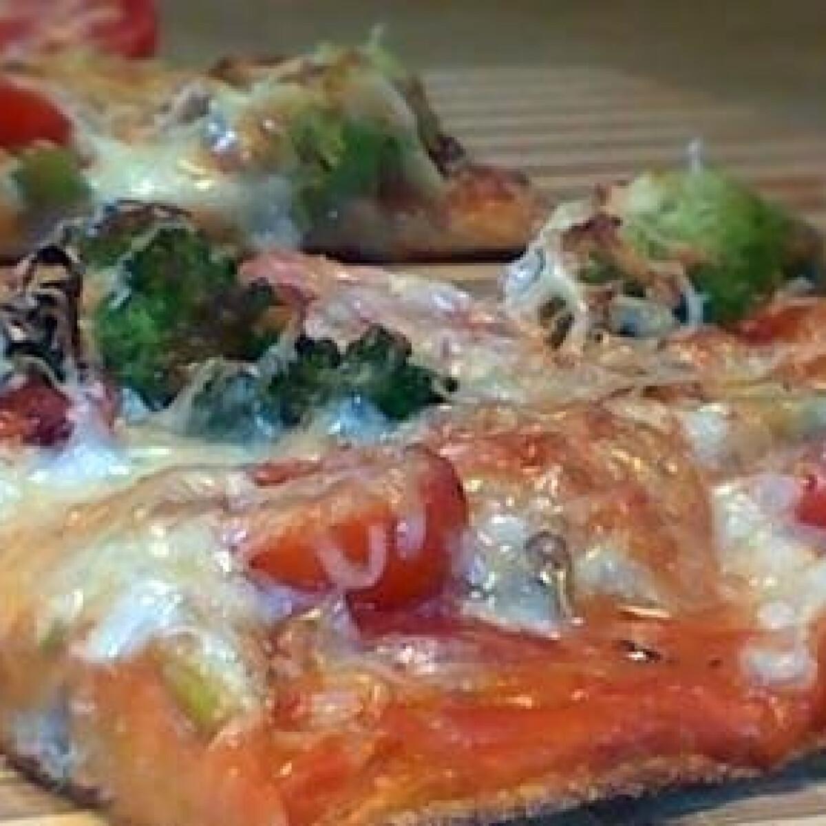 Ezen a képen: Brokkolis pizza
