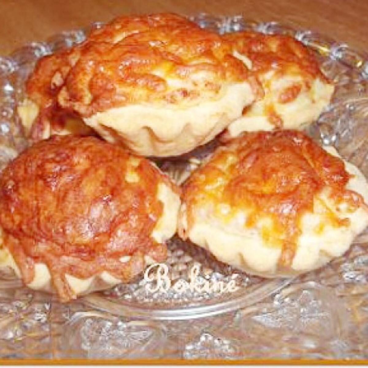 Ezen a képen: Sonkás-sajtos kosárka