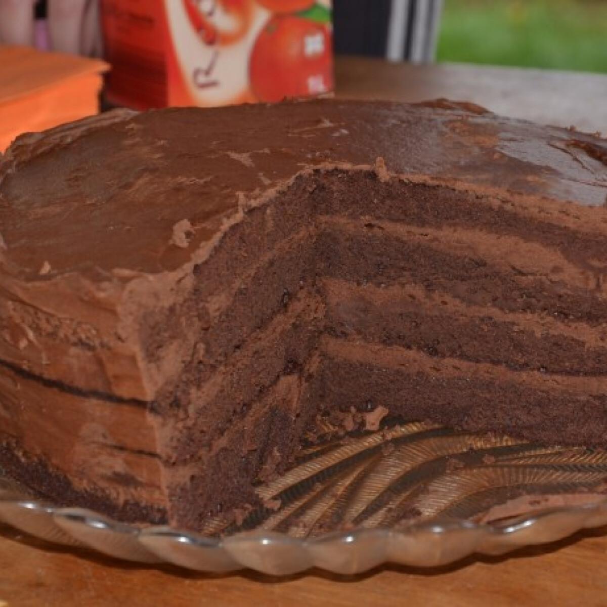 Ezen a képen: Emeletes csokoládékrémes torta
