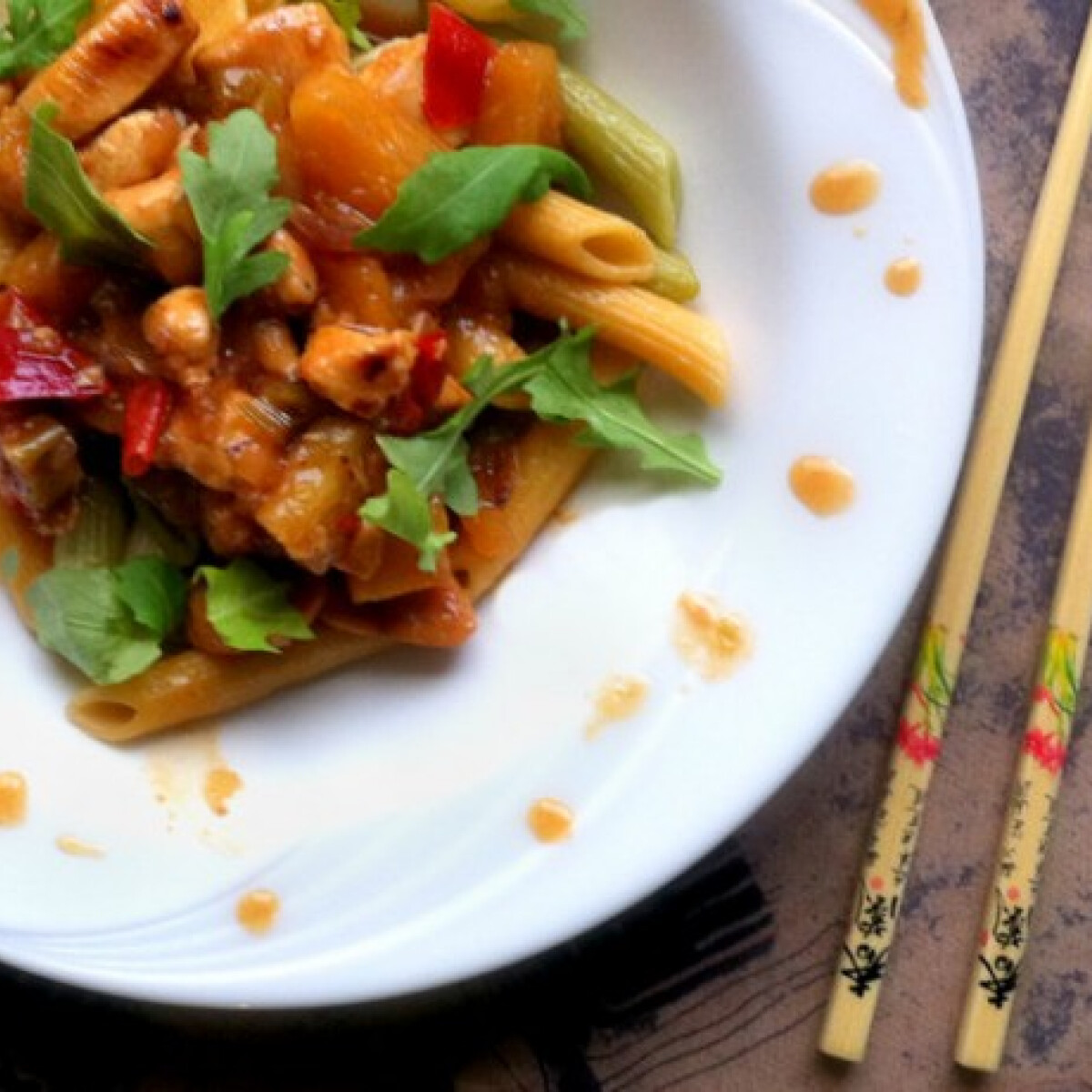 Ezen a képen: Kínai ananászos csirke tésztával