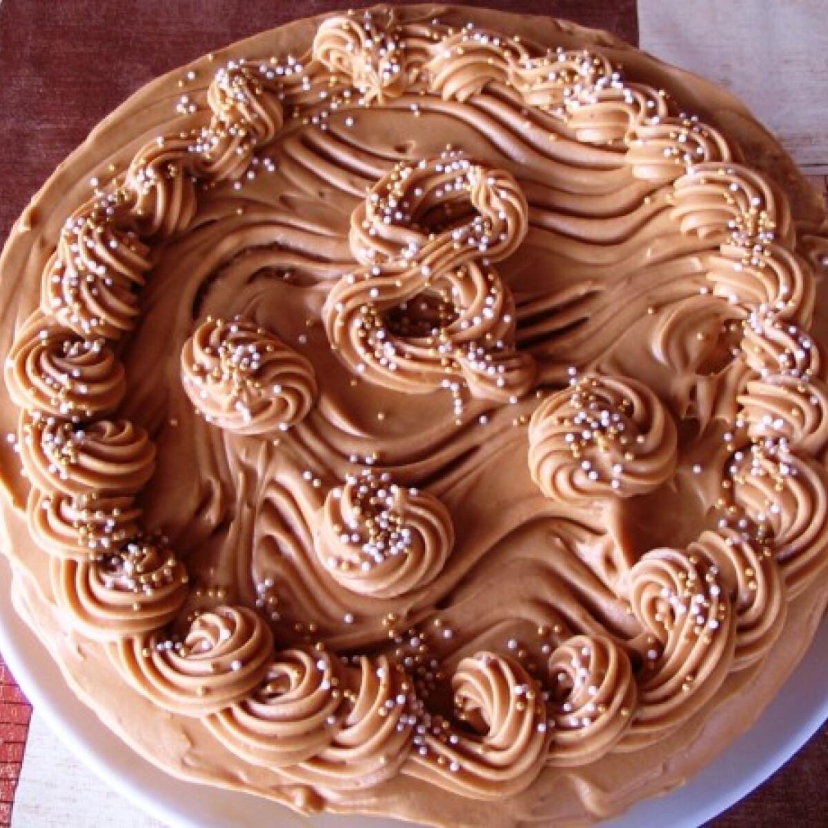 Ezen a képen: Karamella torta Márti konyhájából