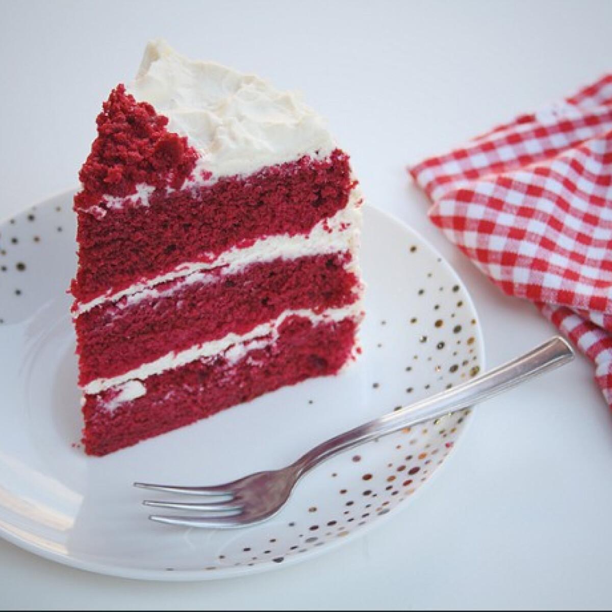 Ezen a képen: Red velvet- Vörösbársony-torta