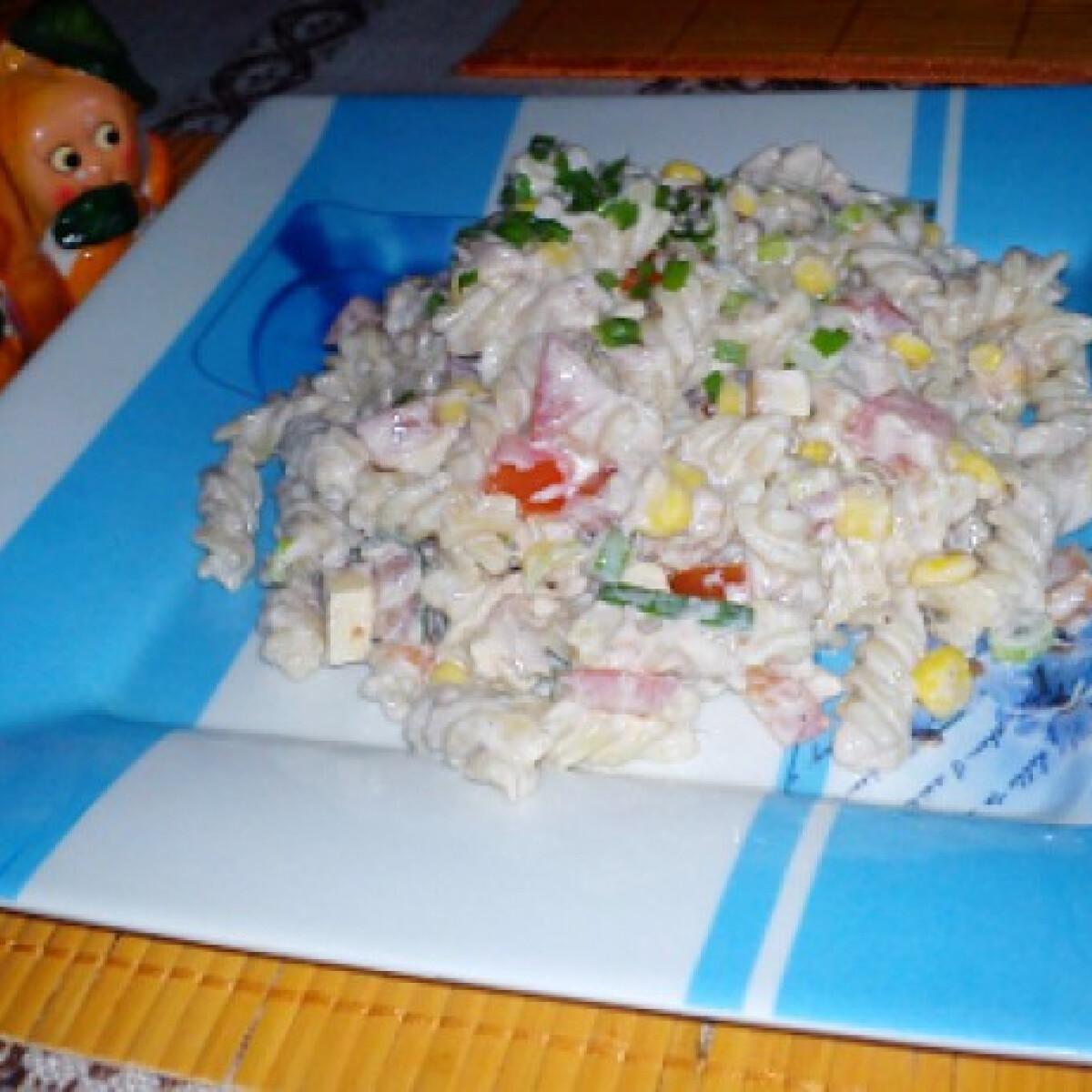 Ezen a képen: Tonhalas tészta Mettácskától