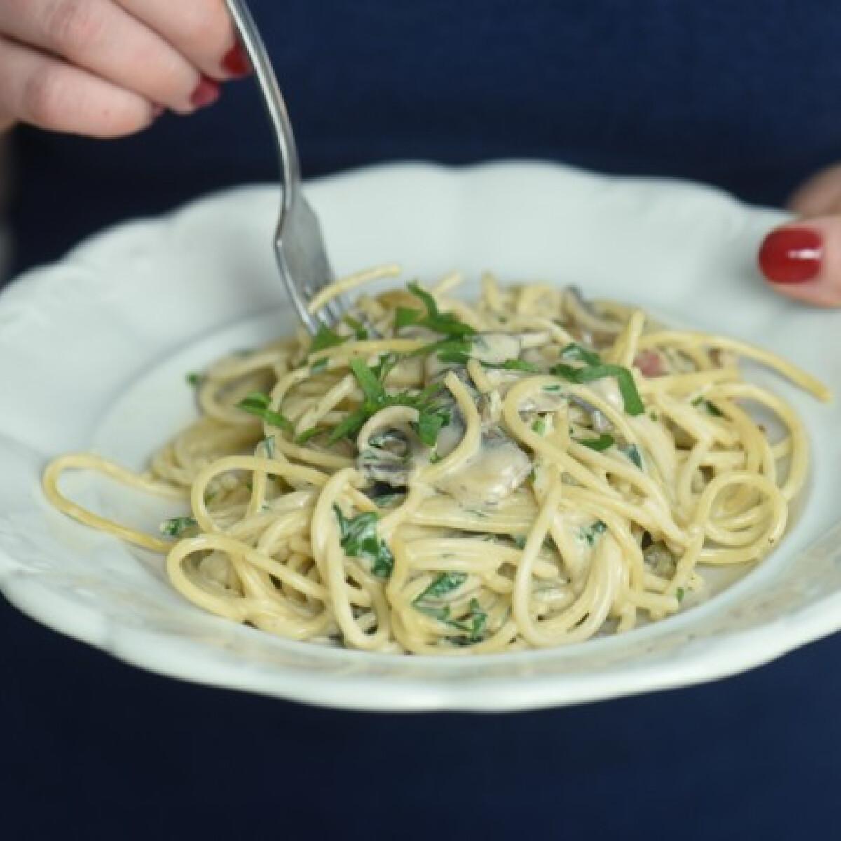 Ezen a képen: Spagetti gombás-tejszínes mártással