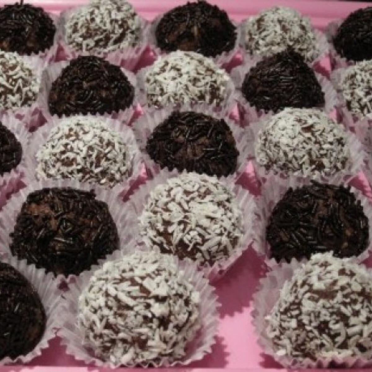 Ezen a képen: Csokis golyó Katharosz konyhájából