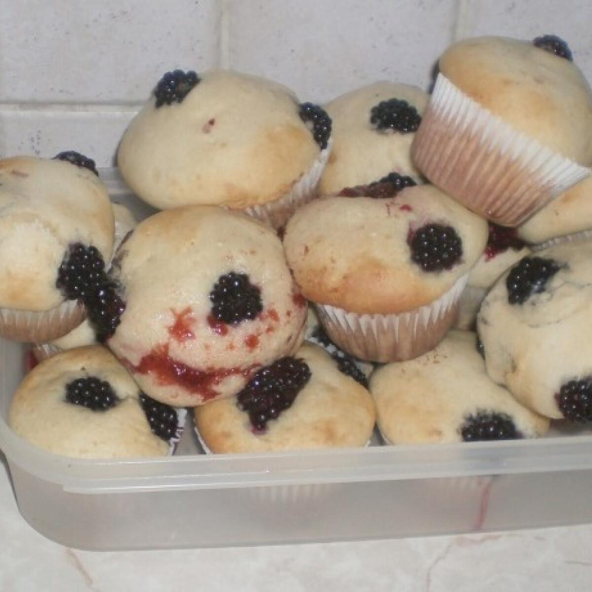 Ezen a képen: Babuska asszony szedres-fehércsokoládés muffinja