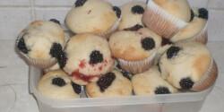 Babuska asszony szedres-fehércsokoládés muffinja