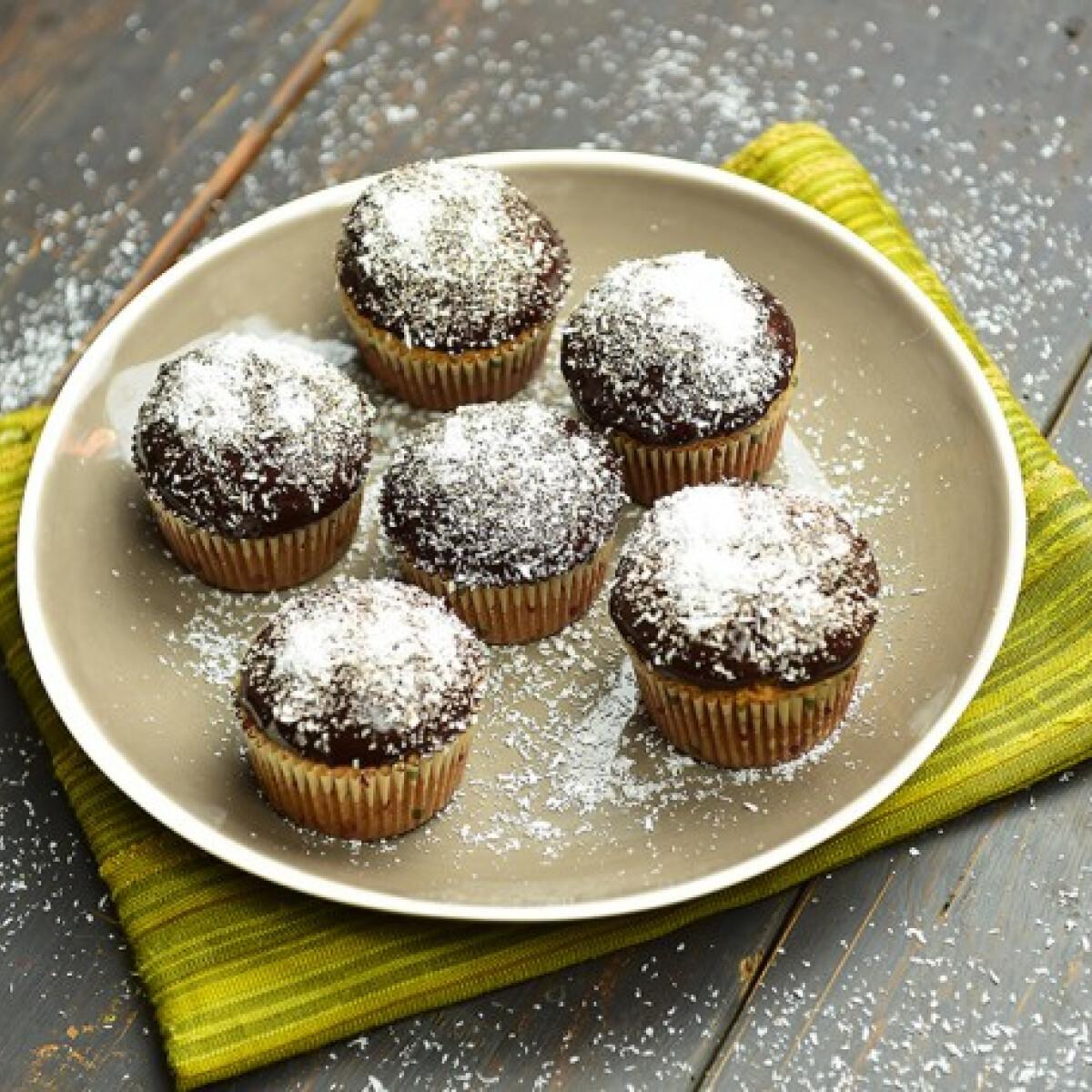 Ezen a képen: Duplakókuszos-csokis muffin