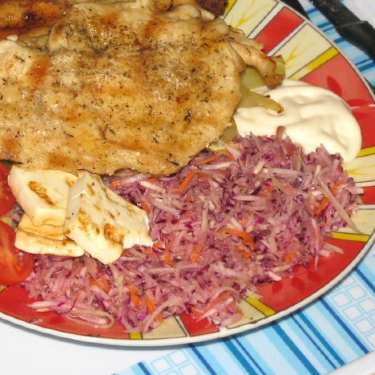 Ezen a képen: Grillezett csirkemellfilé gyümölccsel és sajttal