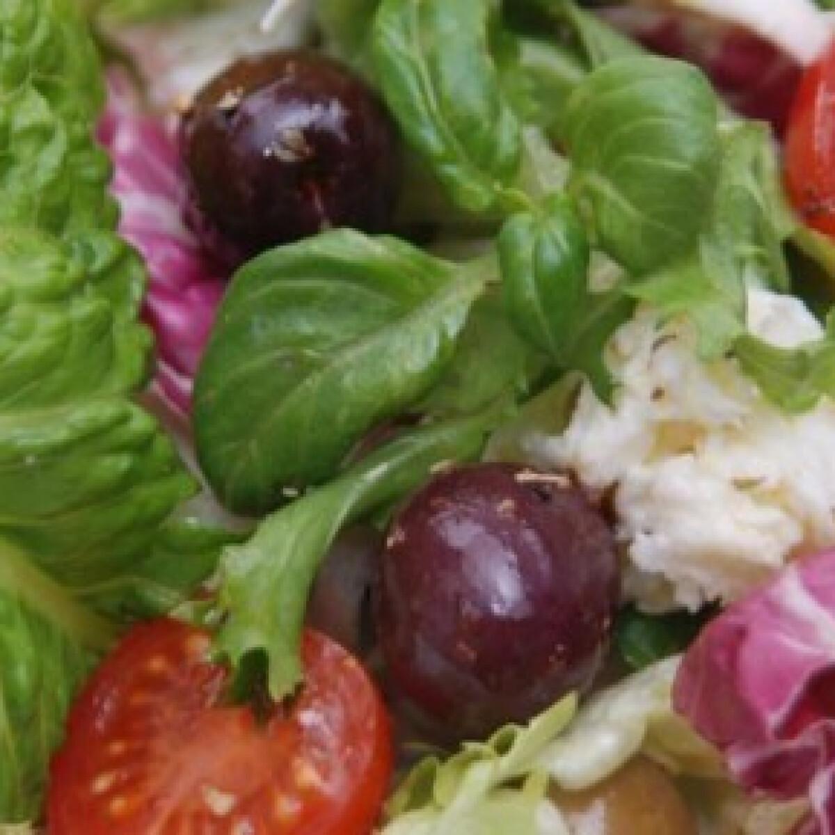 Ezen a képen: Mediterrán saláta