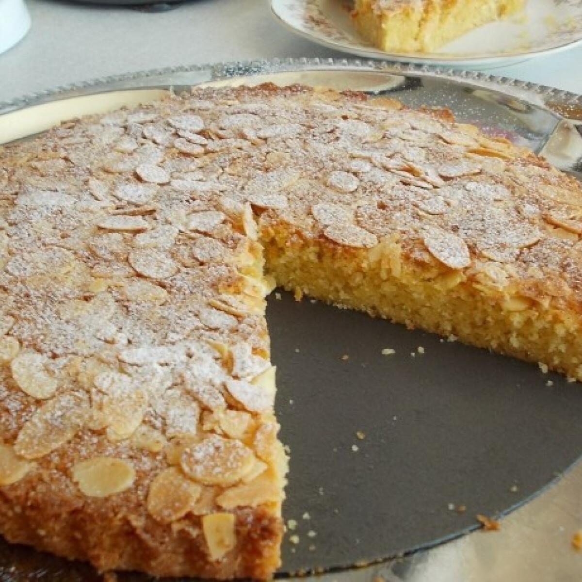 Ezen a képen: Expressz mandulás sütemény
