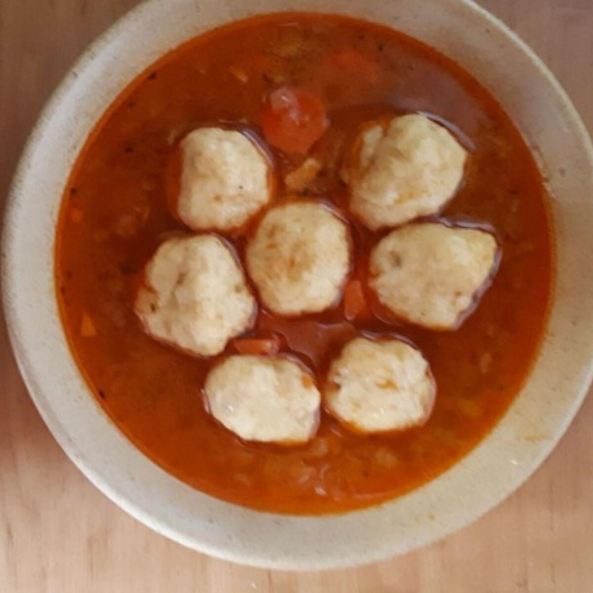 Ezen a képen: Burgonyagombóc-leves Eszter konyájából