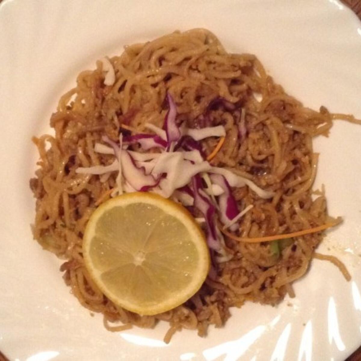 Ezen a képen: Sertéshúsos-zöldséges pirított tészta