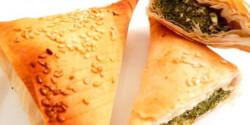 Spenótos-fetás samosa