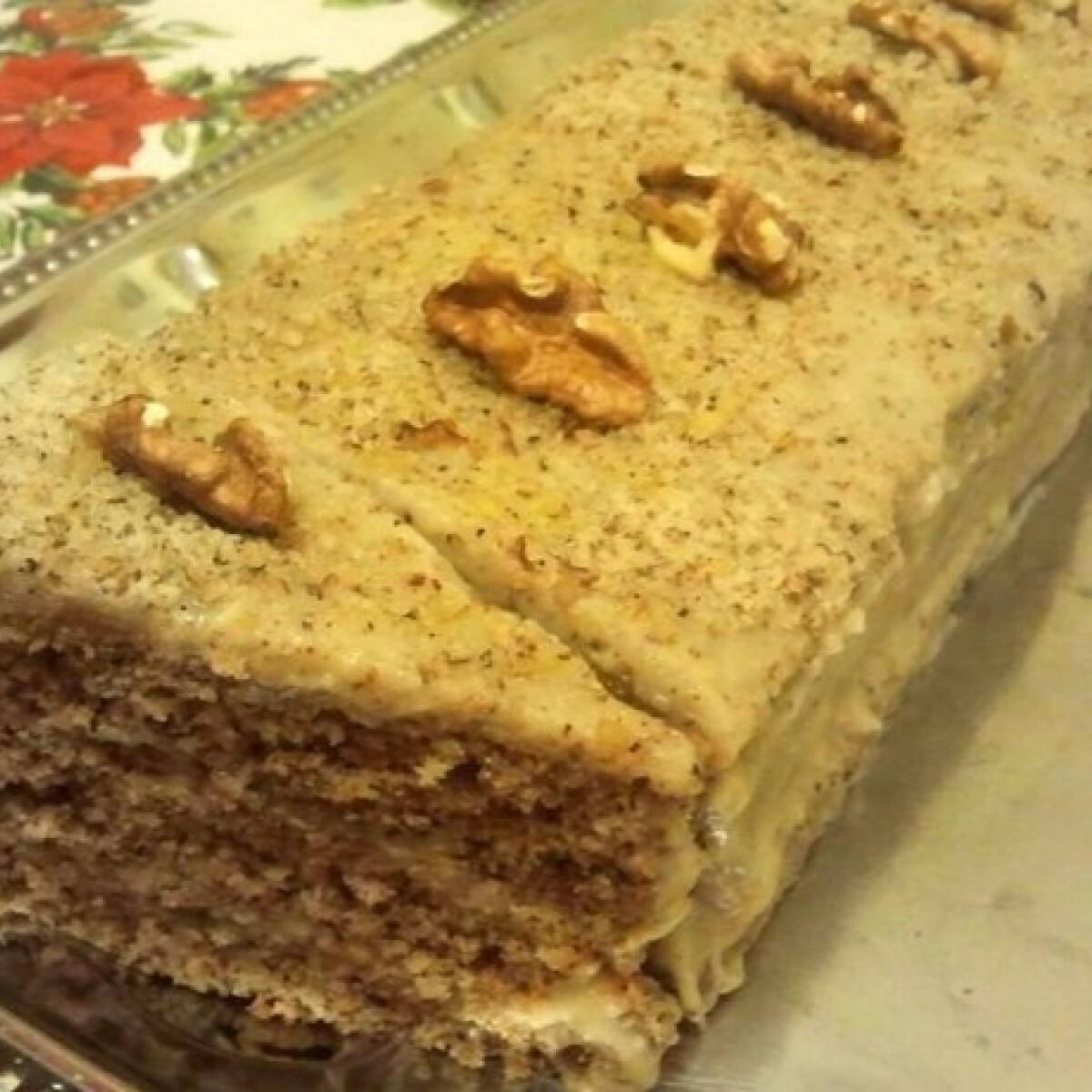 Ezen a képen: Diós torta Smaragd konyhájából