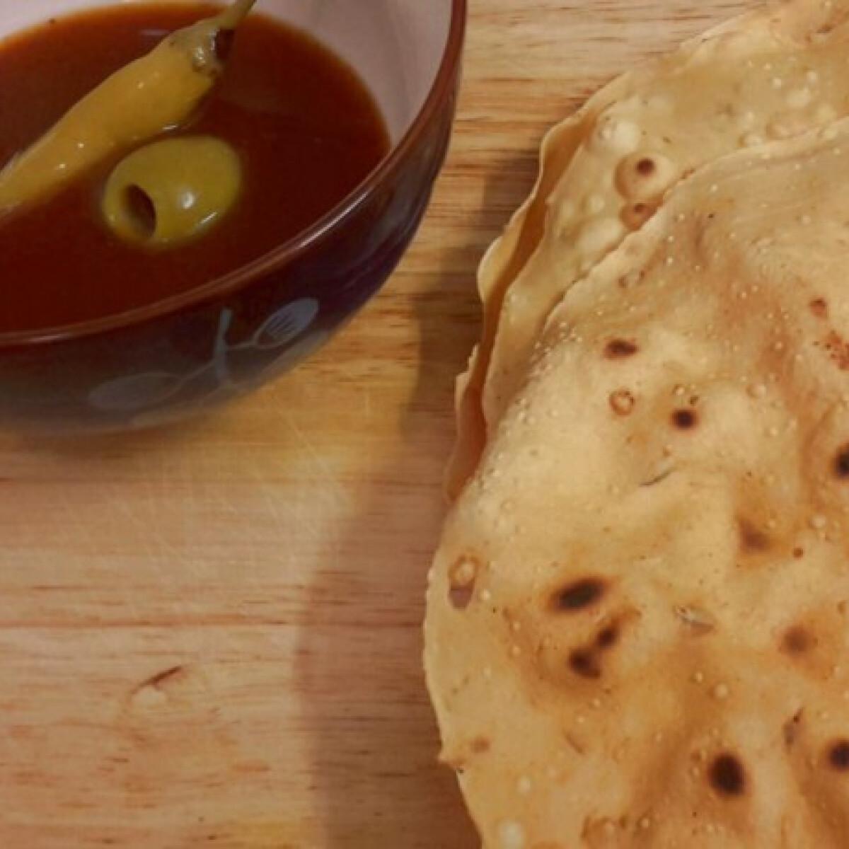 Ezen a képen: Papadam currys paradicsomszósszal