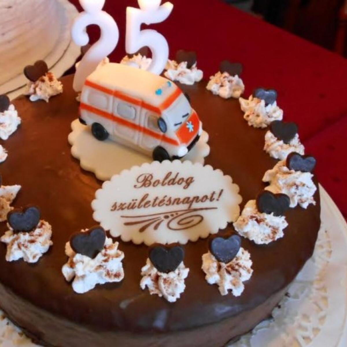 Ezen a képen: Szülinapi túrórudi torta