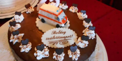 Szülinapi túrórudi torta