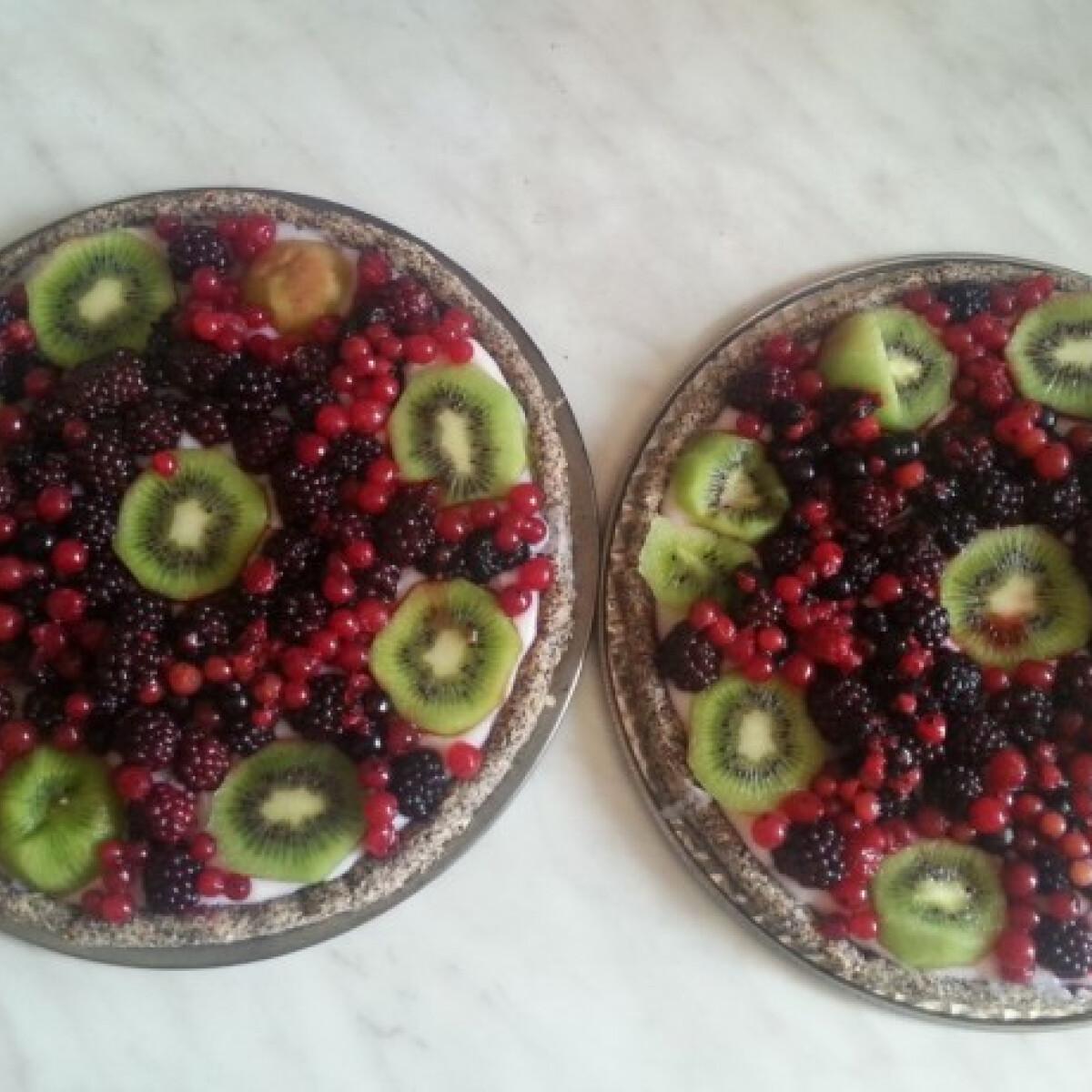 Ezen a képen: Gyümölcstorta diétásan
