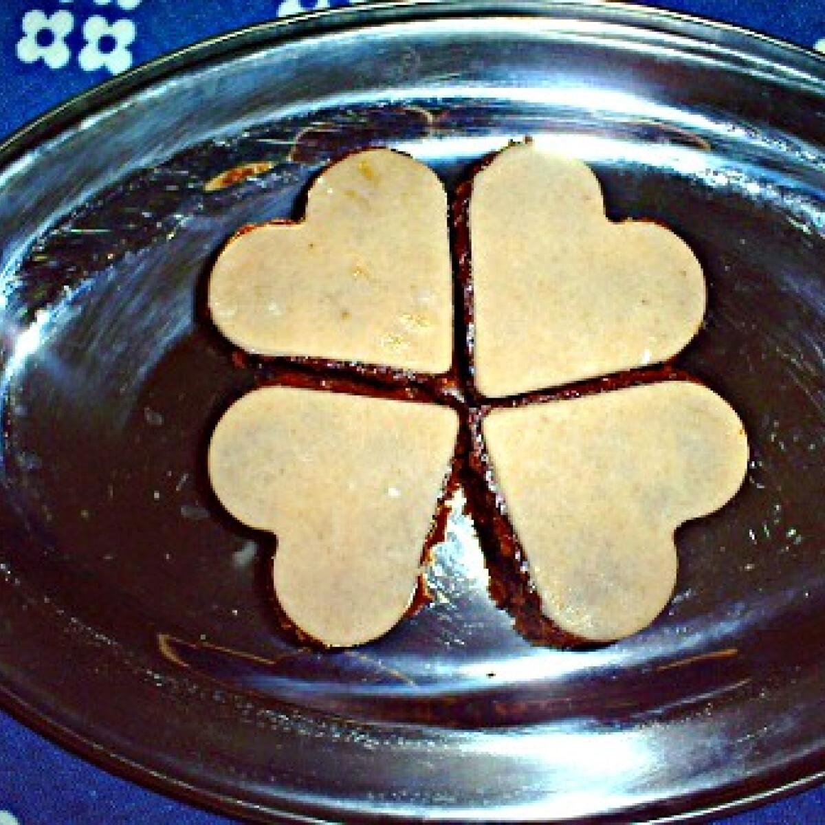 Ezen a képen: Marcipános-csokis brownie Horandrától