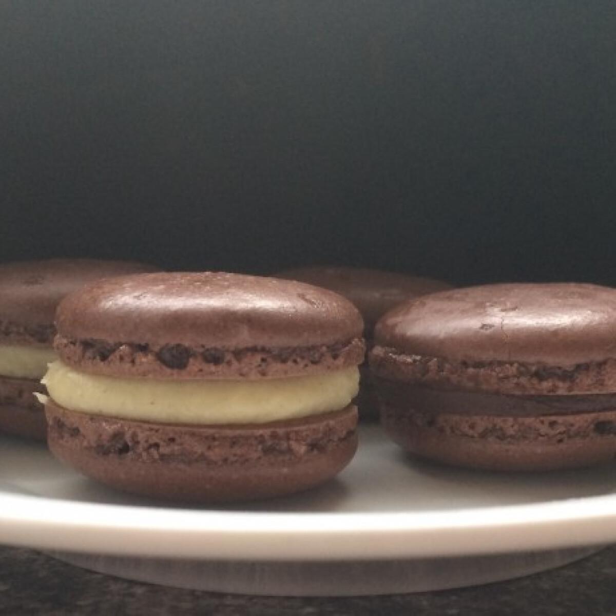 Ezen a képen: Fehér- és étcsokis macaron