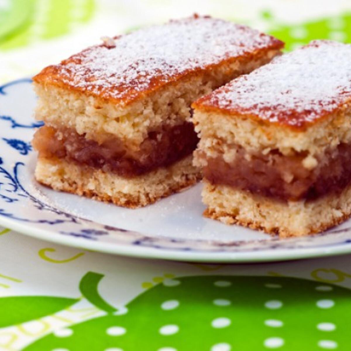 Ezen a képen: Omlós almás Tomatotree konyhájából