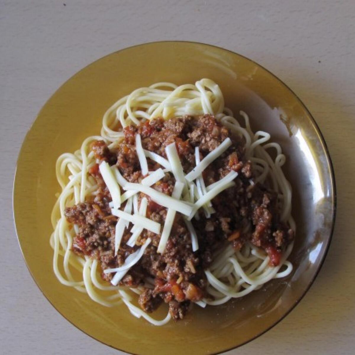 Ezen a képen: Bolognai spagetti vörösborral