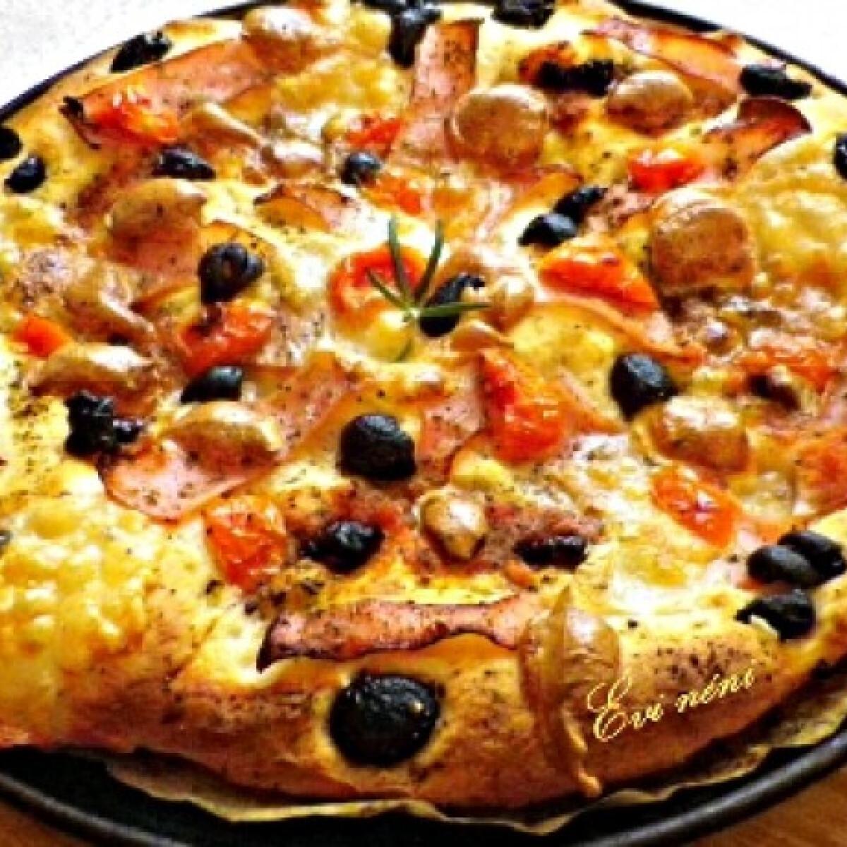 Ezen a képen: Sonkás-olajbogyós-aszalt paradicsomos pizza